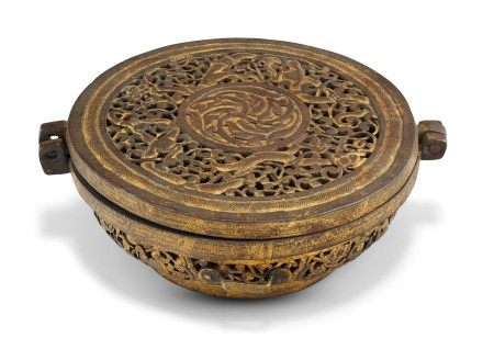 西藏 十七/十八世纪 铁错鎏金圆盖盒 TIBET, 17TH-18TH CENTURY