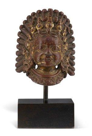 尼泊尔 十七世纪或以后 鎏金铜皮派拉瓦面具 NEPAL, 17TH CENTURY OR LATER