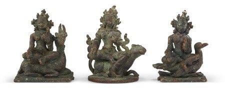 尼泊尔 十六/十七世纪 铜仙女坐像三件 NEPAL, 16TH-17TH CENTURY
