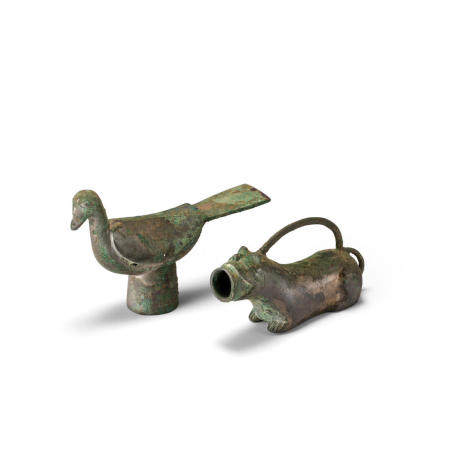 Two bronze animal-shaped ornaments Han dynasty (2)