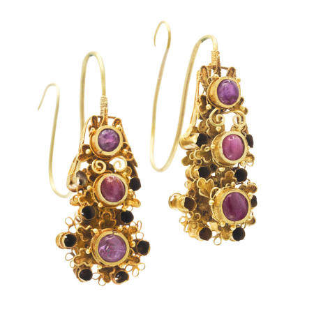 A pair of gemstone-inset gold earrings, erhuan Ming dynasty (2)