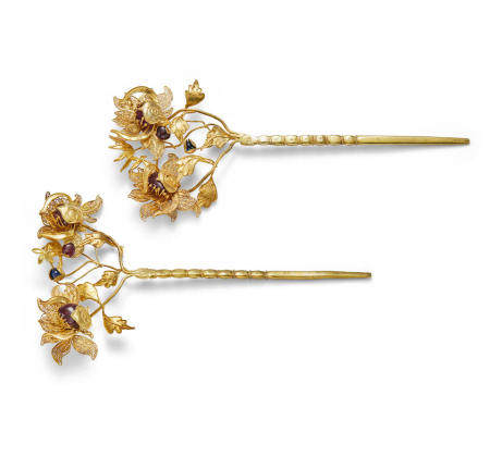 A pair of gemstone-inlaid gold hairpins, zan Late Ming/early Qing dynasty  (2)