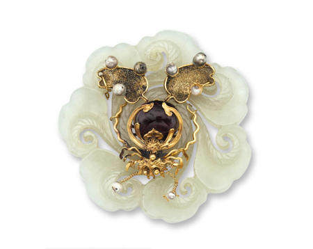 A gold-mounted white jade pendant Qing dynasty