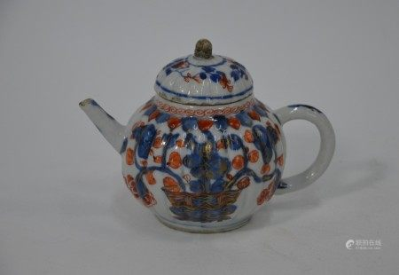 An 18th century Chinese export Imari teapot, Kangxi period