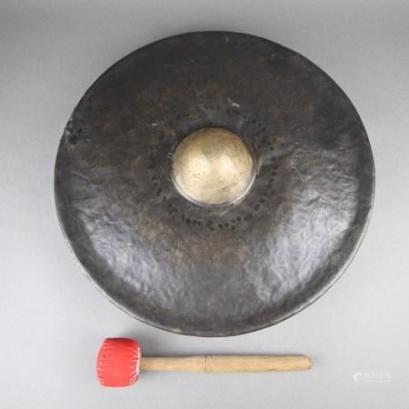 Schwerer Tempelgong - Burma 19.Jh., aus sieben Metallen bestehende Legierung, gegossen und