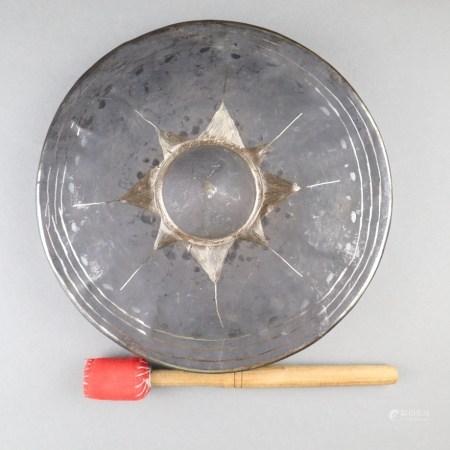 Tempelgong - Burma 20.Jh., runde Form mit Klangzentrum, Durchmesser ca.22 cm, Alters-und