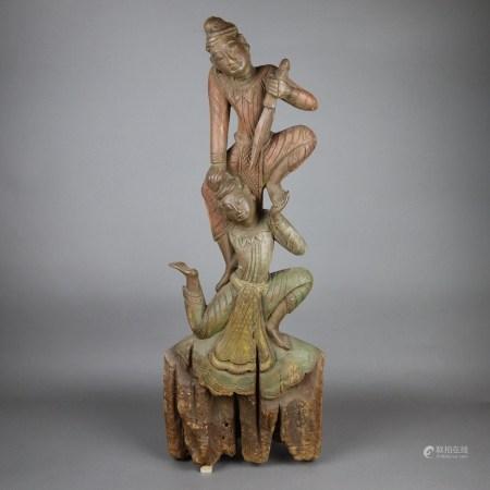 Holzschnitzerei - Burma 19.Jh., antikes Teakholz, Farbreste, Darstellung zweier Figuren, eine mit