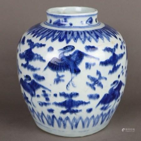 Blau-weißer Porzellan-Schultertopf - China, Ming-Dynastie oder später, gewölbter Korpus mit
