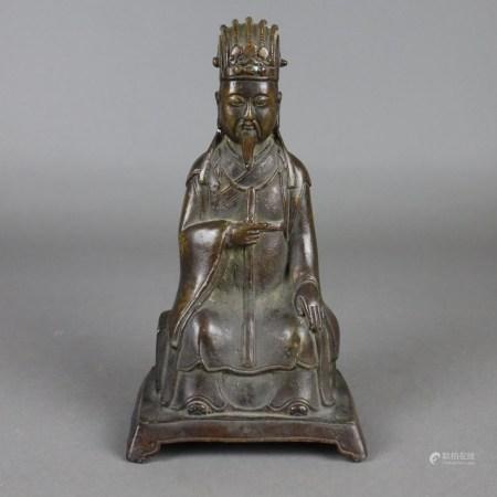 Kaiserfigur - China, Kupferbronze, vollplastische Darstellung in sitzender Haltung auf einem