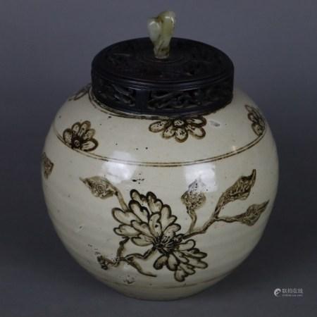 Cizhou-Schultertopf mit durchbrochen geschnitztem Holzdeckel - China, ausgehende Song-Dynastie