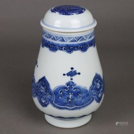 Blau-weiße Deckelvase - China, ausgehende Qing-Dynastie, nach 1900, eventuell Exportware für den