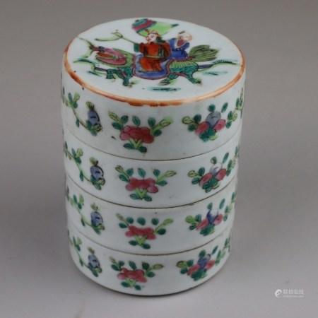 Famille Rose-Stapeldose - China, Qing-Dynastie, vier ineinander gestapelte Schalen mit flachem