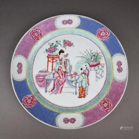 Famille rose-Teller - China, Qing-Dynastie, sehr fein gemalter Dekor in den Farben der Famille rose,
