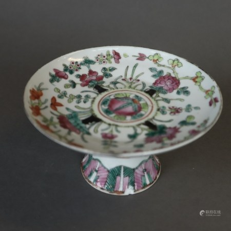 Runde Famille rose-Fußschale - Porzellan, flach gemuldete Schale, konischer Rundfuß, dekoriert mit