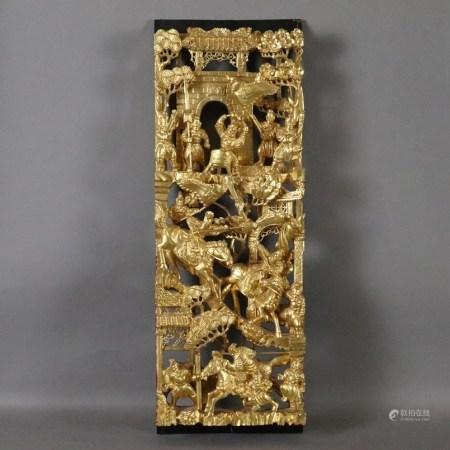 Geschnitztes Holzpaneel - China, Rot- und Goldlack, hochrechteckig, kunstvoll durchbrochen