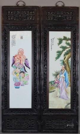 Zwei Holzpaneele mit Porzellanmalerei - China, ausgehende Qing-Dynastie, hochrechteckige Form,