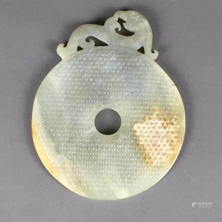 Jade-Bischeibe - China, 20. Jh., im Tang-Stil gearbeitet, runde, mittig durchbrochen