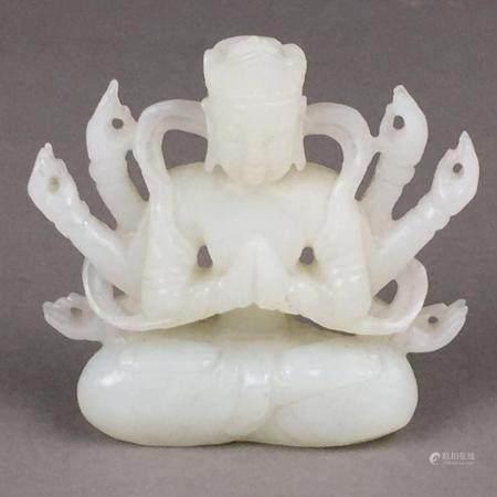 Jade-Avalokiteshvara - China, feine Schnitzarbeit aus gleichmäßig weißer Jade, 8-armig in