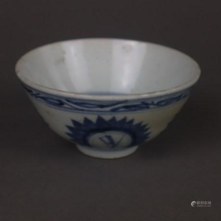 Blau-Weiß Koppchen - China, Porzellan mit unterglasurblauer Bemalung, mit floralen Motiven und