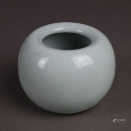 Kleine Kugelvase mit nach innen gezogenem Mündungsrand - China, Minguo-Zeit, Kugelform, innen und