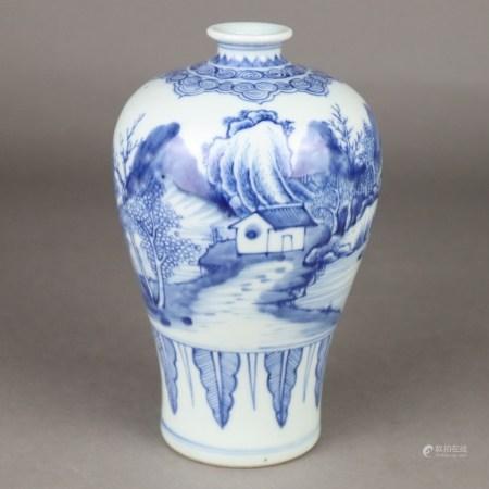 Blau-Weiße Meipingvase - China, Porzellan mit blauer Unterglasurmalerei, umlaufend Flusslandschaft