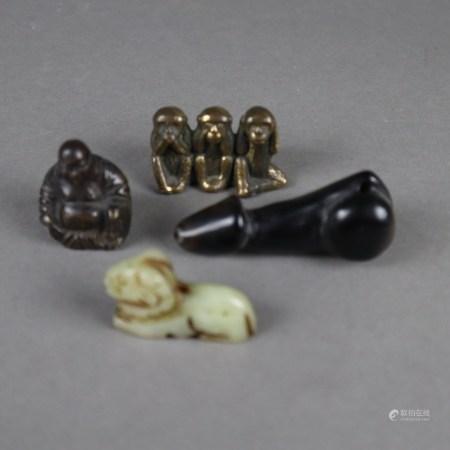 """Konvolut Miniaturen - China, 4-tlg: Budai bzw. """"Die drei weisen Affen"""", Bronze/-legierung, H.ca.3,"""