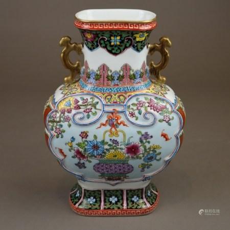 Ziervase - China 20.Jh., Korpus in der Art alter Bronzegefäße mit archaisierenden Handhaben