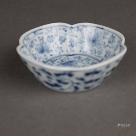 Schälchen - China, Vierpass-Form (leicht verzogen), Porzellan, innen und außen mit unterglasurblauem