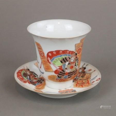 Tasse mit Untertasse - Japan, Arita-Porzellan, polychrome Aufglasurbemalung und Goldstaffage,