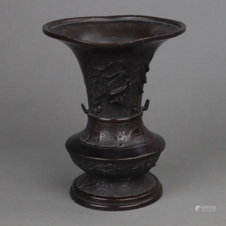 Bronzevase - Bronzegefäß gebaucht mit trompetenartig auslaufender Mündung und eingeschnürtem Fuß,