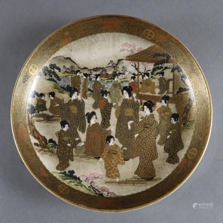 Satsuma-Teller - Japan, Meiji-Zeit (1868-1912), runde, gemuldete Form, Steinzeug, heller Scherben