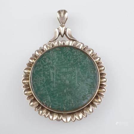 Runder Jadeanhänger in blütenförmiger Silberfassung - Persien, wohl Qadscharenzeit, Silber/Metall/
