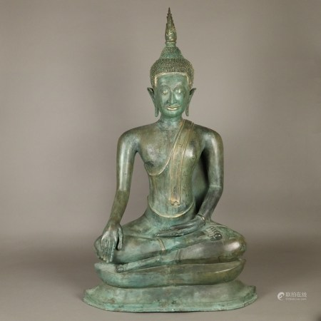 Großer Buddha Maravijaya - Bronze, grün patiniert, Vergoldungsreste, Thailand/Burma, im U-Thong-