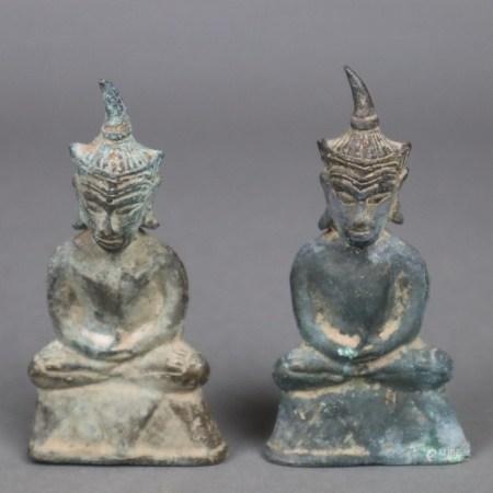 Paar Buddhafiguren - Südostasien, Bronze, grün patiniert, innen mit Gusskern, H.ca.10,8cm,