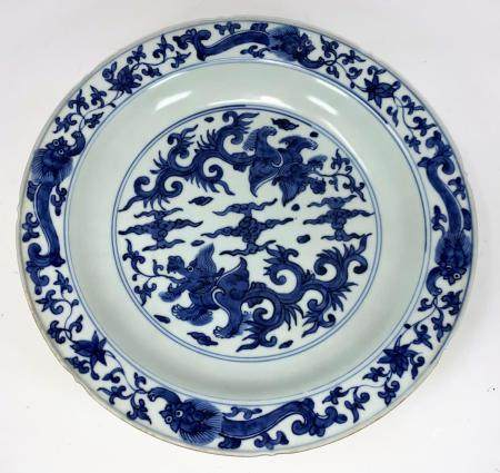 A large 18th century Chinese bowl, possibly late Ming / Nankin Cargo, decorated in underglaze blue
