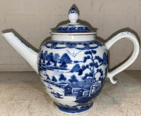 An 18th century Chinese blue and white porcelain tea pot decorated with boats on a river, 25.5cm (