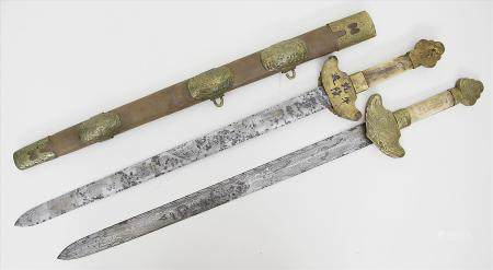 Zweiklingen-Schwert, China.