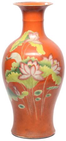 珊瑚紅釉地粉彩荷塘水鳥瓶