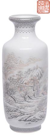 粉彩雪景瓶 - '何許人' 款