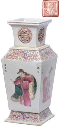 粉彩博古故事人物方瓶 - '大清道光年製' 款