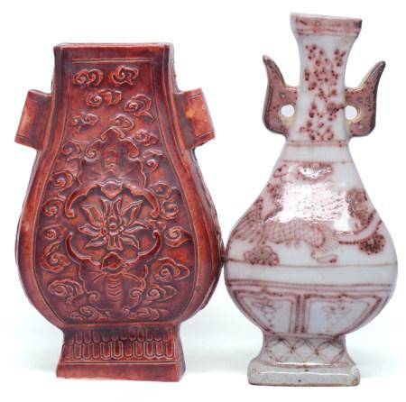 紅釉雙蝙蝠雙耳壁瓶 連釉裏紅鳳凰花卉雙耳瓶 (共2件)