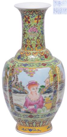 粉彩花卉開窗西洋仕女瓶 - '大清乾隆年製' 款