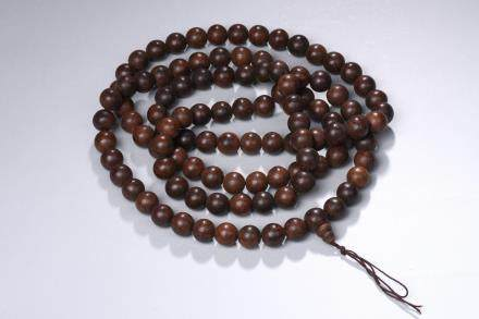 An agarwood 108 beads necklace