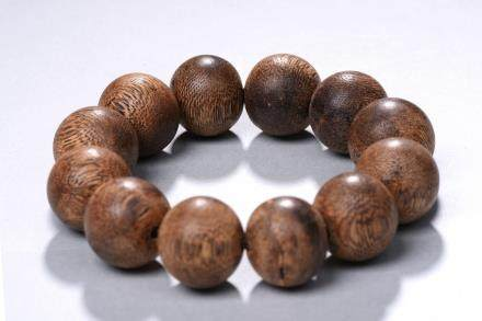 A Twelve bead agarwood bracelet
