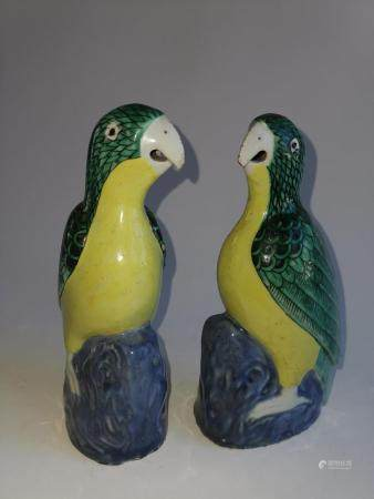 PAIR OF CHINESE EXPORT PORCELAIN BIRDS