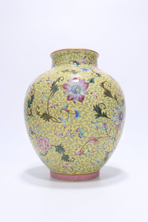 Yellow-Ground Famille-Rose Porcelain Pot,Qing Dynasty