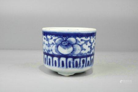 """Blue And White Porcelain """"Floral"""" Pot,Qing Dynasty"""