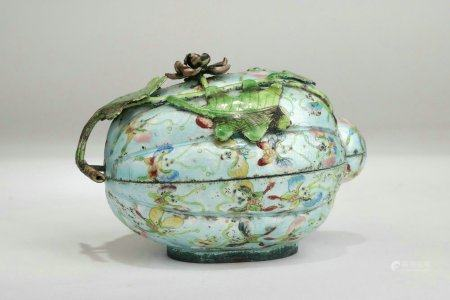 """Famille Rose Porcelain """"Bufferfly"""" Coverd Box,Qing Dynasty"""