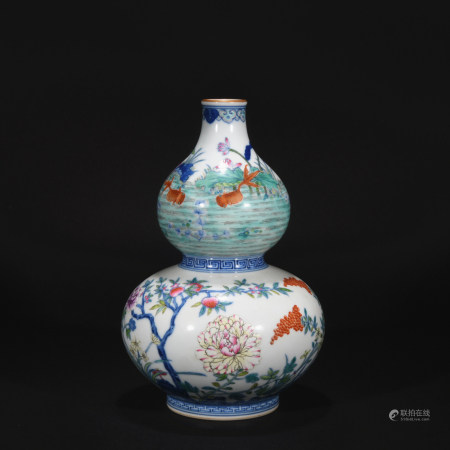 Qing Dynasty clashing color  gourd-shaped vase