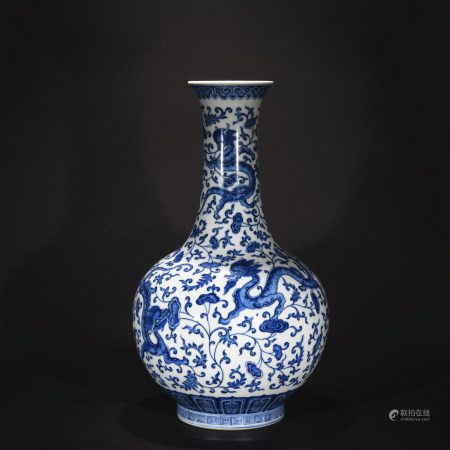 Qing Dynasty blue-and-white vase with dragon pattern
